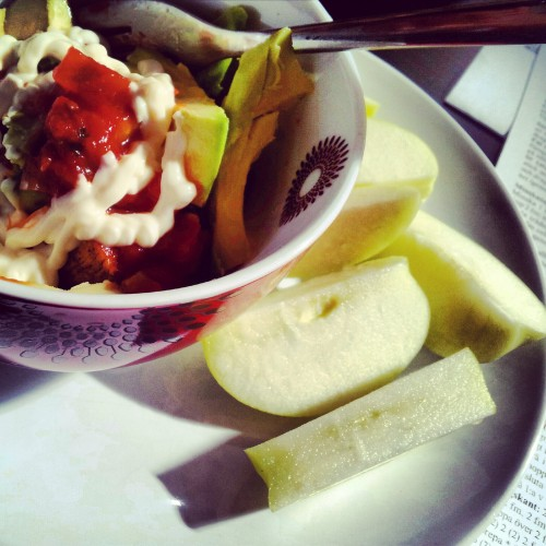 Fajita chicken, avo and salsa + apple